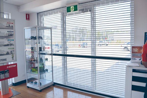 Aluminium shutter deluxe garage doors for Idea accredited door dealer